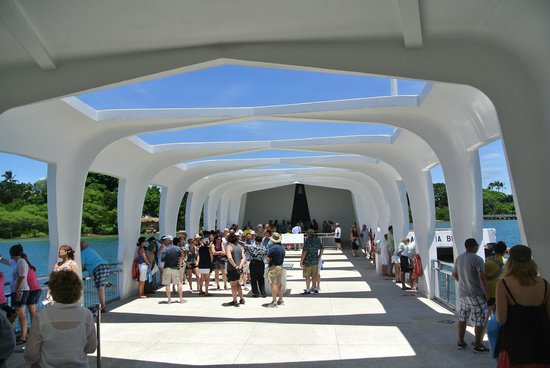 "USS Arizona Memorial/World War II Valor in the Pacific National Monument: ""Average crowd"""