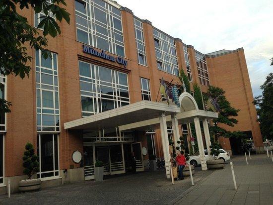 Hilton München City: Streetview