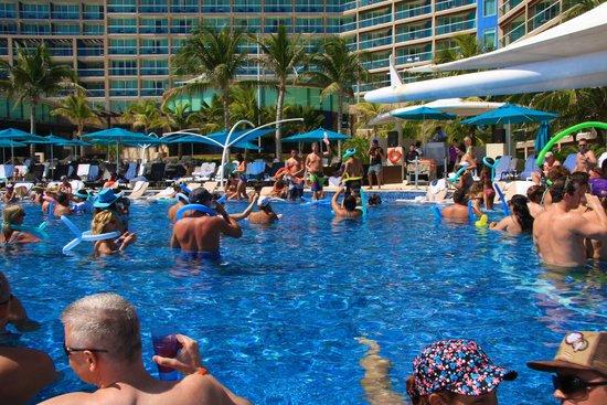 Hard Rock Hotel Cancun: Игры на бассейне