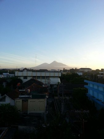 The Edelweiss Hotel Yogyakarta : Early morning veiw of Merapi from room