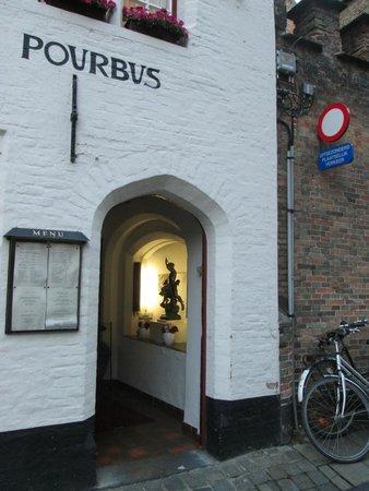 Pieter Pourbus : the doorway
