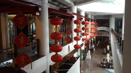 Landmark Towers Hotel: Территория отеля