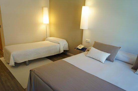 Hotel R Canyelles Platja: Ejemplo con cama supletoria