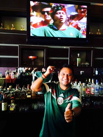 The Wet Cactus Cantina & Grill: bartender