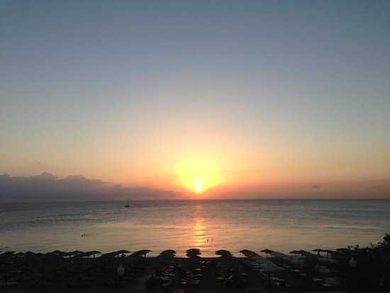 Ibiscus Hotel: The sunrise