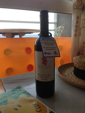 Ibiscus Hotel: Our complimentary wine
