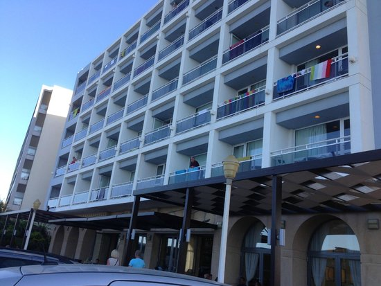 Ibiscus Hotel: The front of the hotel and the hotel bar