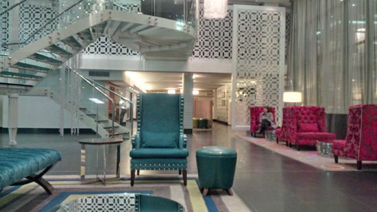 DoubleTree by Hilton Cape Town - Upper Eastside: Lobby area