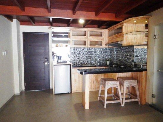 Pandawa All Suite Hotel: Kitchen