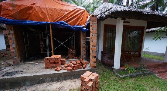 Ananda Resort : construction next door was very intrusive