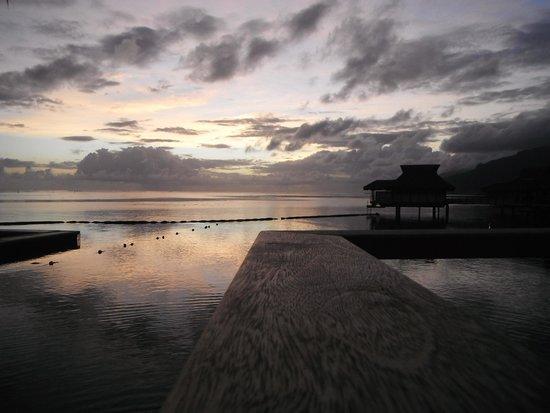 InterContinental Moorea Resort & Spa: beautiful  sunrise