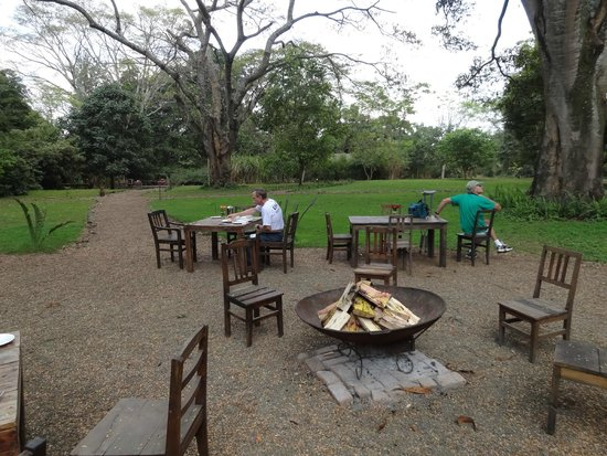 Rivertrees Country Inn : Outdoor restaurant with a view of the beautiful garden