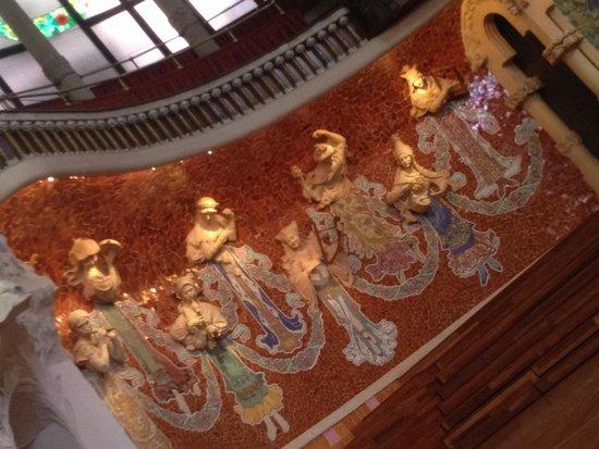 Palais de la Musique Catalane (Palau de la Musica Catalana) : Décorations personnages qui sortent du mur
