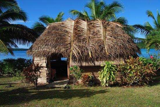 Lucky's Beach Houses: Looking at traditional fale from yard