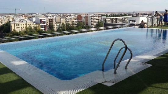 Hotel Córdoba Center: La piscine sur le toit