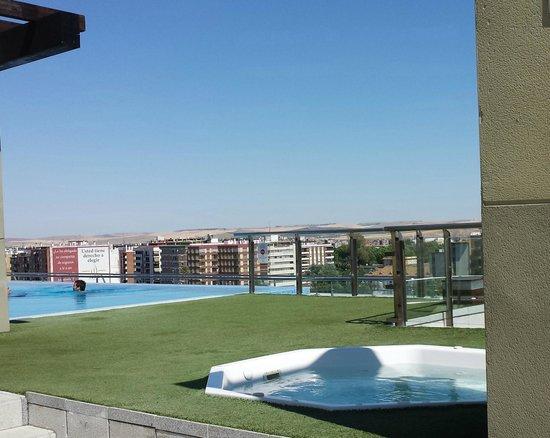 Hotel Córdoba Center: Le toit terrasse avec la piscine