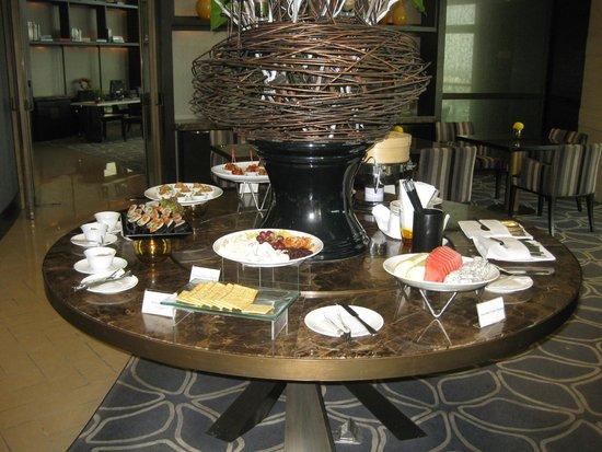 Chatrium Hotel Riverside Bangkok: Happu Hour spread