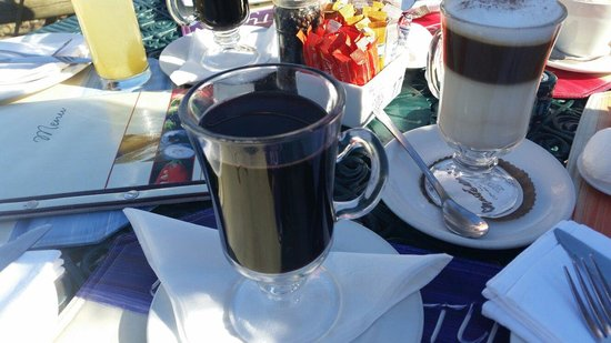 Hillcrest Berry Orchard : Tasty Gluhwein and Latte's