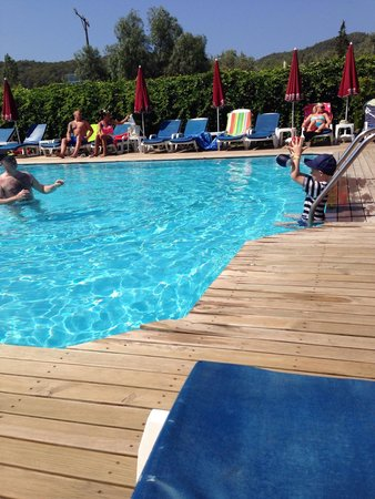 Hotel Destan: Round 1 of the pools