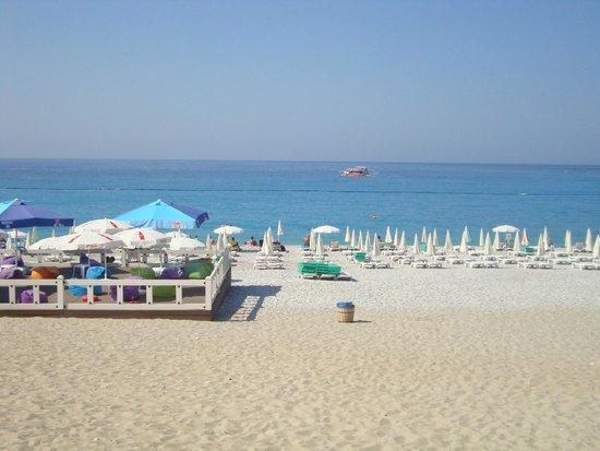 Dorian Hotel: Муниципальный пляж