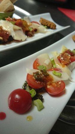 Le Feu ô Plumes : Entrée tomates cerises pesto parmesan