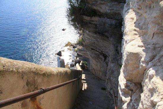 escalier la descente picture of escalier du roi d 39 aragon king aragon steps bonifacio. Black Bedroom Furniture Sets. Home Design Ideas