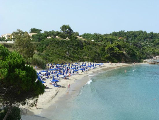 Mediterranee Hotel: The small beach next to the hotel