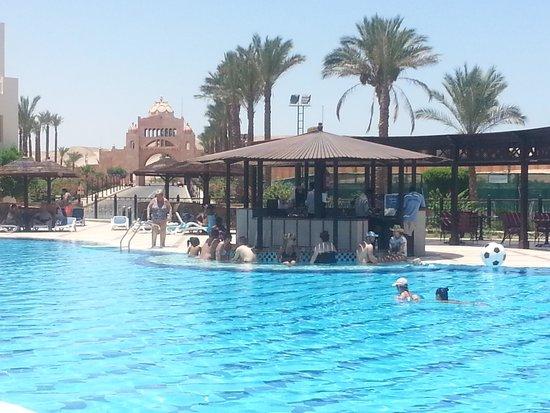 Jaz Makadi Saraya Resort : pool bar