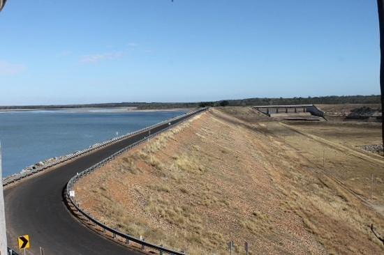 Lake Maraboon Holiday Village: Dam wall