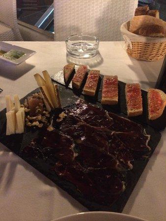 Toro Puerto Marina : Хамон, брускетта с томатами и сыр