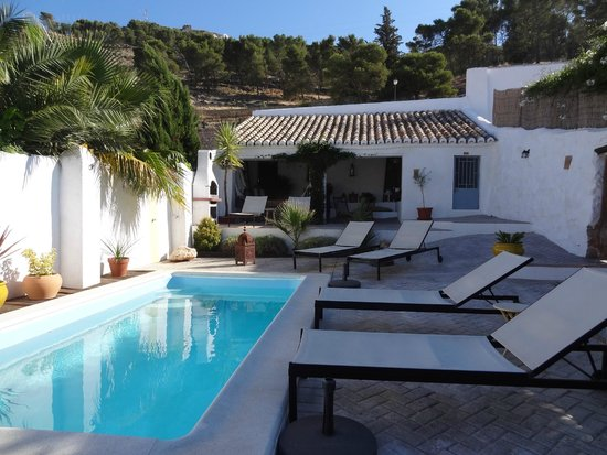 Almohalla 51: Private pool area