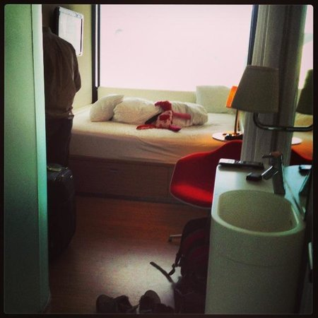 citizenM Glasgow: Room with soft toy provided