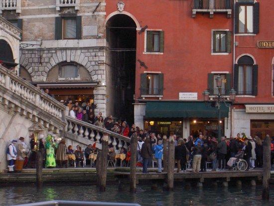 Hotel Rialto mit Rialto Brücke