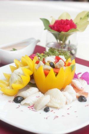 Chanalai Flora Resort : choice of food
