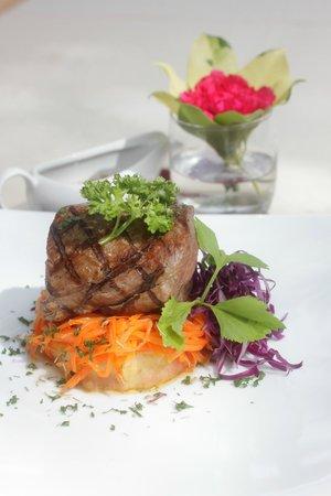 Chanalai Flora Resort: choice of steak