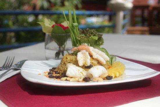 Chanalai Flora Resort: choice of food