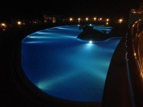 Melas Resort Hotel: Melas pool at night
