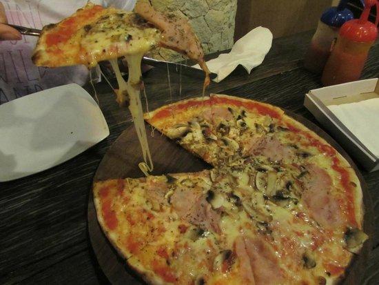 Pronto Pizza : PRUSCIUTTO E FUNGI