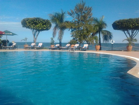 Protea Hotel by Marriott Entebbe: swimming pool