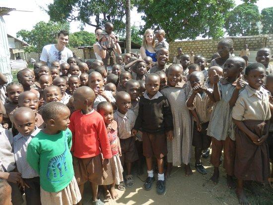 Bongo Safari- Day Tour : Bezoek aan een school