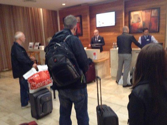 Hilton Dublin Airport Hotel: Finally we arrive, big queues