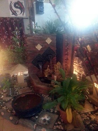 Champor-Champor Restaurant & Bar : Outdoors`feeling indoors