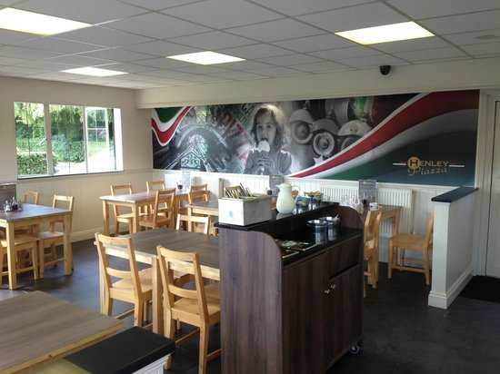 Henley Piazza: Inside cafe seating area