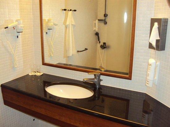 Scandic Simonkentta: Ванная комната