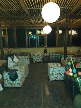 Moganshan Howoo Life Hostel : cool atmosphere   at the  dining area
