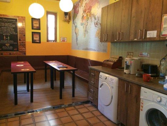 Hostel Skadarlija Sunrise: kitchen