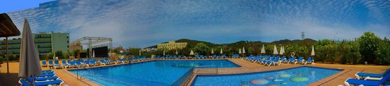 Invisa Hotel Es Pla: Panorama of Main Pool