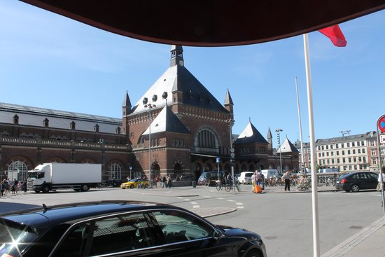 Copenhagen Plaza Hotel: View of the railway station from the hotel