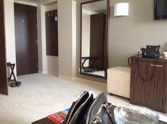 Grand Hotel Zhemchuzhina : номер люкс студия. вид от гостиной зоны