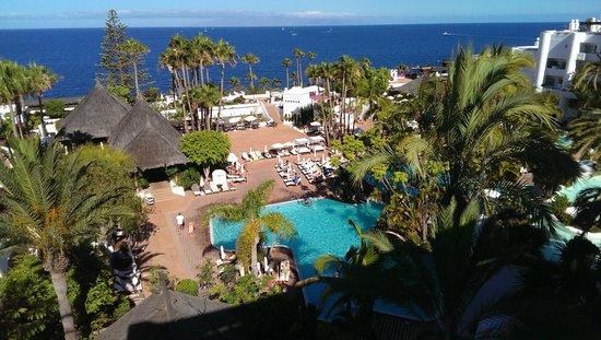 Hotel Jardin Tropical : Вид на территорию с верхней террасы